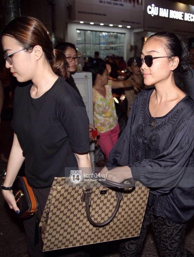 NSƯT Thành Lộc, Phương Thanh và các nghệ sĩ đến viếng diễn viên Anh Vũ trong đêm đầu tang lễ - Ảnh 12.