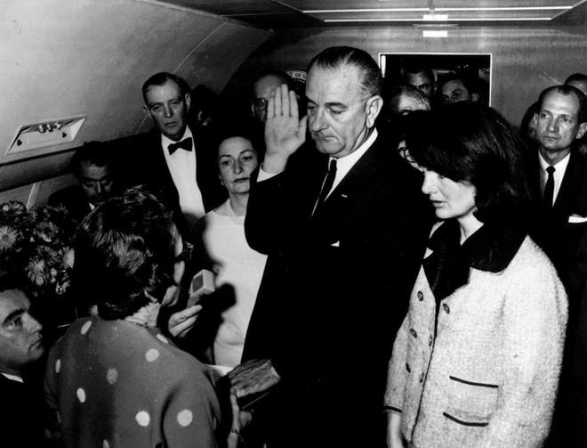 Cái chết của người nắm giữ chức tổng thống ngắn nhất trong lịch sử: Hiến pháp Mỹ lao đao - Ảnh 3.