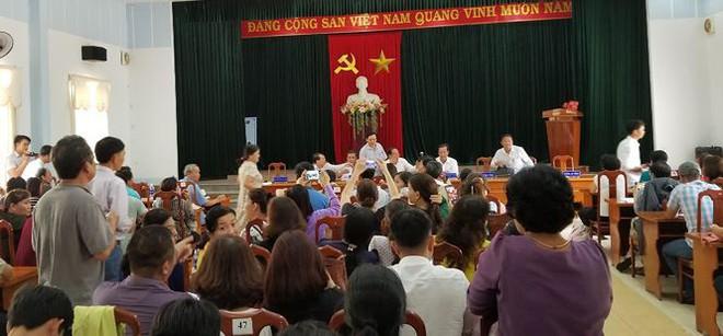 Hàng trăm người mua đất kéo đến trụ sở UBND tỉnh Quảng Nam cầu cứu - Ảnh 3.