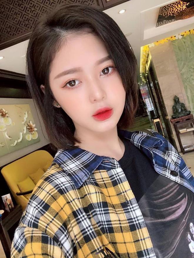 """So kè nhan sắc """"Bạn gái tin đồn"""" của Sơn Tùng M-TP và Trịnh Thăng Bình: Ai xinh đẹp, nóng bỏng hơn? - Ảnh 6."""