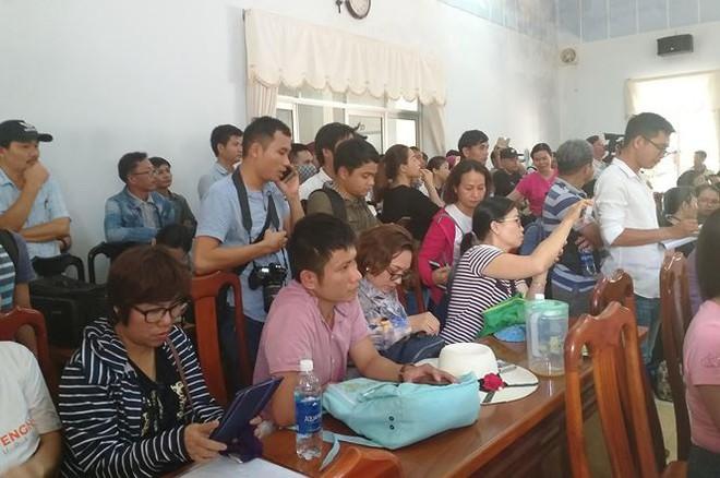 Hàng trăm người mua đất kéo đến trụ sở UBND tỉnh Quảng Nam cầu cứu - Ảnh 5.