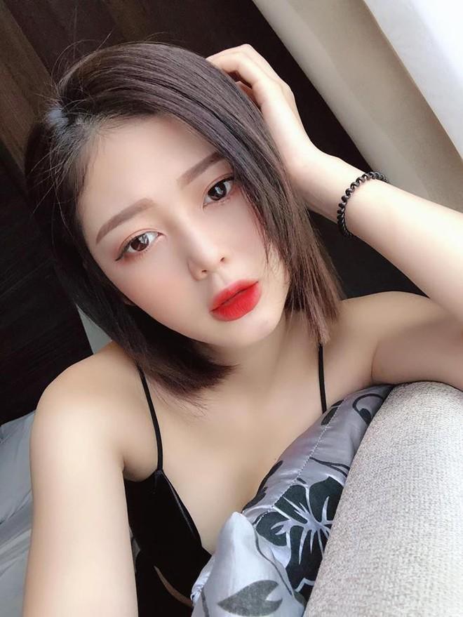 """So kè nhan sắc """"Bạn gái tin đồn"""" của Sơn Tùng M-TP và Trịnh Thăng Bình: Ai xinh đẹp, nóng bỏng hơn? - Ảnh 7."""