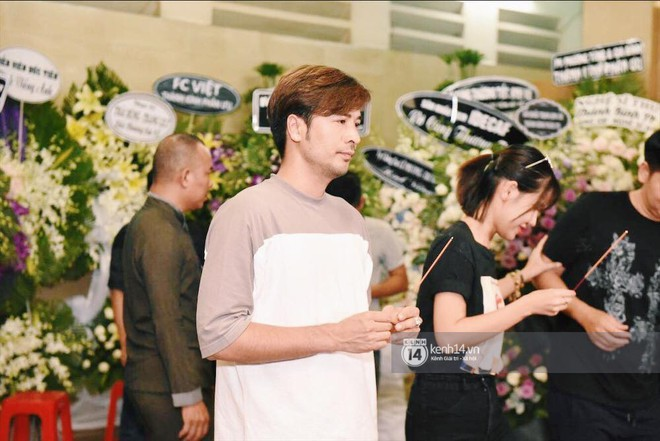 NSƯT Thành Lộc, Phương Thanh và các nghệ sĩ đến viếng diễn viên Anh Vũ trong đêm đầu tang lễ - Ảnh 7.