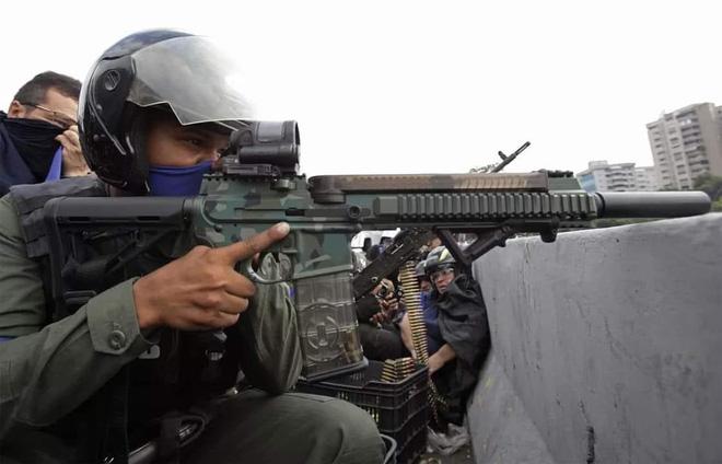 Lật mặt vũ khí tối tân của Mỹ trong tay quân đảo chính Venezuela - Ảnh 2.