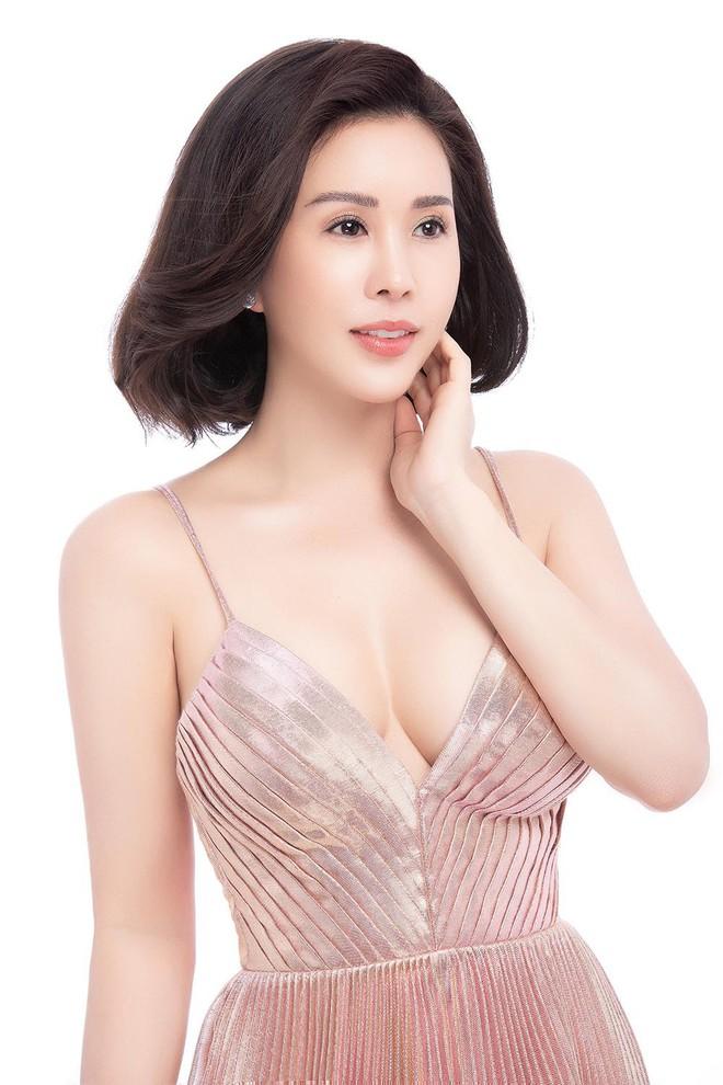 Hoa hậu Thu Hoài khoe mốt tóc ngắn trẻ trung, gu ăn mặc gợi cảm - Ảnh 3.