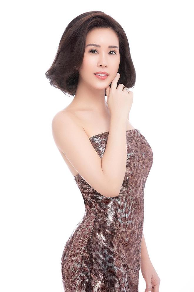 Hoa hậu Thu Hoài khoe mốt tóc ngắn trẻ trung, gu ăn mặc gợi cảm - Ảnh 6.