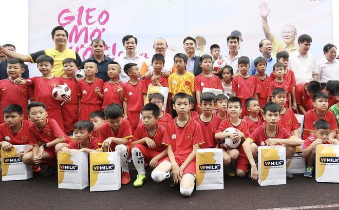 HLV Park Hang-seo tham dự sự kiện đầy ý nghĩa với trẻ em thiệt thòi tại Việt Nam