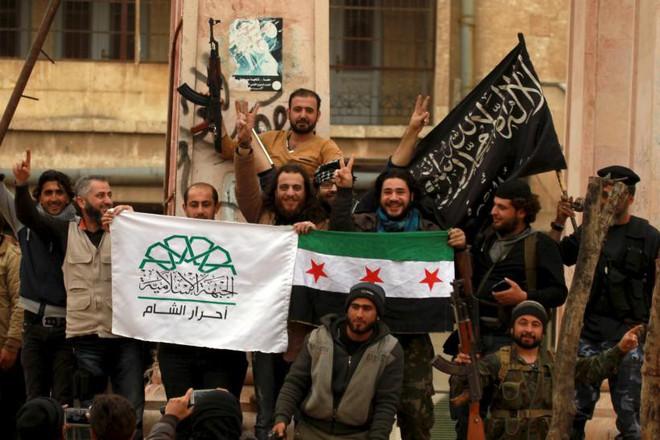 CẬP NHẬT: Thân nhân TT Assad bị giết hại dã man, 450 tên khủng bố cơ động phản công QĐ Syria? - ảnh 1
