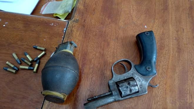 """""""Tên trùm"""" dùng súng, lựu đạn rồi lập lán trong rừng để bán ma túy - Ảnh 3."""