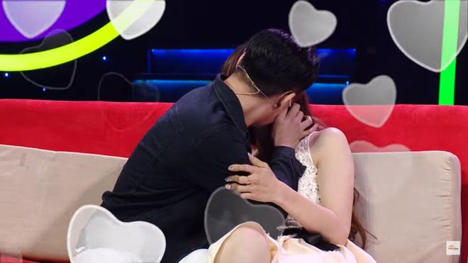 Diễn viên điển trai gây sốc khi hôn cô gái chuyển giới trên sóng truyền hình - Ảnh 7.