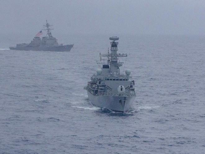 Hải quân Mỹ, Nhật, Ấn Độ và Philippines diễn tập trên Biển Đông thách thức yêu sách của Trung Quốc - Ảnh 3.