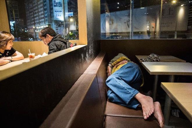 Cuộc sống của người đàn ông vô gia cư gốc Việt ở nơi nghèo nhất Hong Kong và sự tương phản nghiệt ngã của thành phố hoa lệ bậc nhất hành tinh - Ảnh 8.