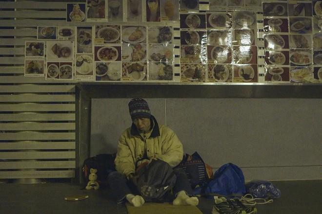 Cuộc sống của người đàn ông vô gia cư gốc Việt ở nơi nghèo nhất Hong Kong và sự tương phản nghiệt ngã của thành phố hoa lệ bậc nhất hành tinh - Ảnh 11.