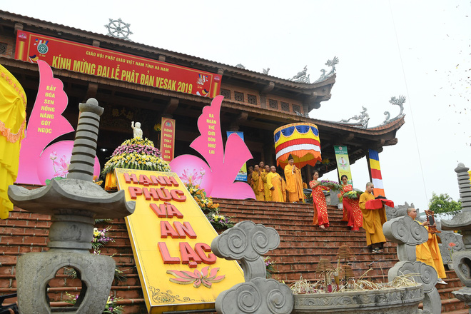 Hơn 400 xe hoa diễu hành rước Phật trước đại lễ Phật Đản Vesak - Ảnh 3.