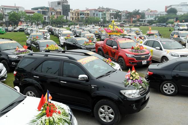 Hơn 400 xe hoa diễu hành rước Phật trước đại lễ Phật Đản Vesak - Ảnh 6.