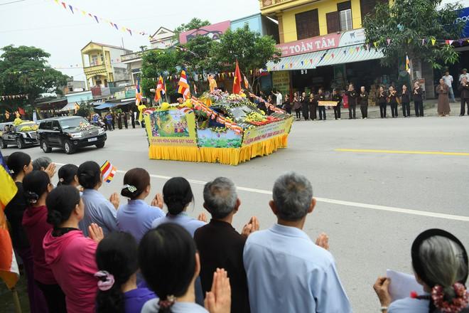 Hơn 400 xe hoa diễu hành rước Phật trước đại lễ Phật Đản Vesak - Ảnh 11.
