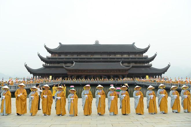 Hơn 400 xe hoa diễu hành rước Phật trước đại lễ Phật Đản Vesak - Ảnh 16.