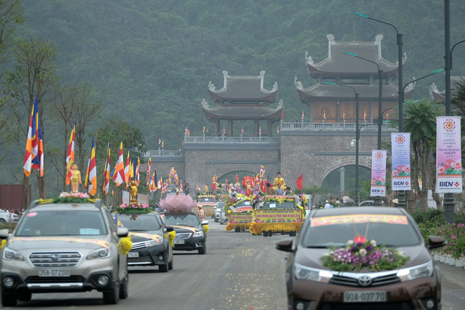 Hơn 400 xe hoa diễu hành rước Phật trước đại lễ Phật Đản Vesak - Ảnh 14.