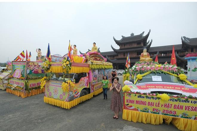 Hơn 400 xe hoa diễu hành rước Phật trước đại lễ Phật Đản Vesak - Ảnh 15.