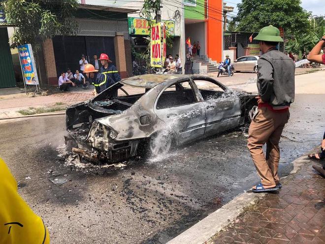 Xe sang tiền tỷ Mercedes đi đón dâu bỗng bốc cháy giữa đường, nguyên nhân càng gây tò mò  - Ảnh 2.