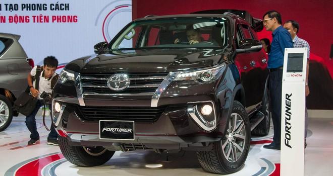 Khốc liệt thị trường ô tô trong nước: Bất ngờ với Toyota Fortuner - Ảnh 1.