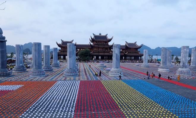 Lung linh đêm hội hoa đăng cầu cho thế giới hòa bình tại Đại lễ Phật Đản Vesak 2019 - Ảnh 1.