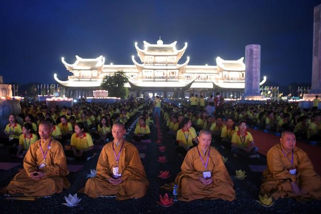 Gần nửa triệu lượt Phật tử và du khách ghé thăm chùa Tam Chúc trong 3 ngày Phật Đản - Ảnh 8.