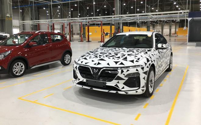 Xuất hiện chiếc xe có vẻ ngoài siêu đặc biệt tại nhà máy VinFast