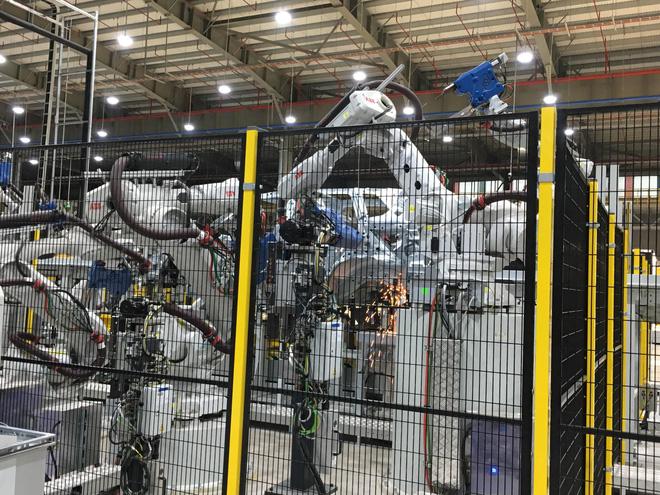 Đột nhập nhà máy sản xuất thân vỏ ô tô của VinFast - Ảnh 8.