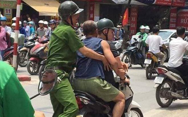 Hà Nội: Người đàn ông có biểu hiện say rượu cầm chai bia đâm công an