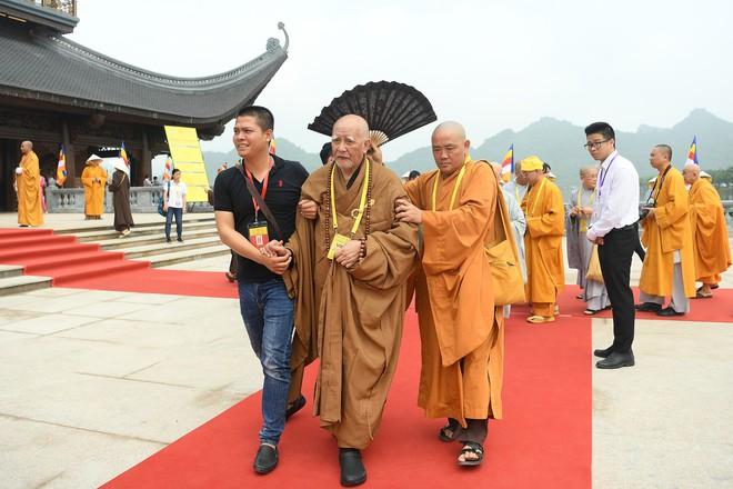 Gần nửa triệu lượt Phật tử và du khách ghé thăm chùa Tam Chúc trong 3 ngày Phật Đản - Ảnh 1.