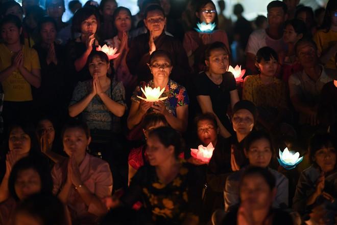 Lung linh đêm hội hoa đăng cầu cho thế giới hòa bình tại Đại lễ Phật Đản Vesak 2019 - Ảnh 11.