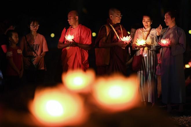 Lung linh đêm hội hoa đăng cầu cho thế giới hòa bình tại Đại lễ Phật Đản Vesak 2019 - Ảnh 9.