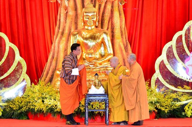 Gần nửa triệu lượt Phật tử và du khách ghé thăm chùa Tam Chúc trong 3 ngày Phật Đản - Ảnh 5.