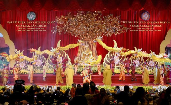 Gần nửa triệu lượt Phật tử và du khách ghé thăm chùa Tam Chúc trong 3 ngày Phật Đản - Ảnh 2.