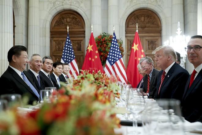 WSJ: Bị Mỹ đánh úp, phái đoàn Trung Quốc nhận lệnh khẩn ở yên tại chỗ, chờ thông báo - Ảnh 1.
