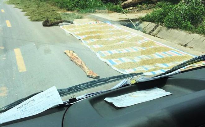 Cảnh báo ô tô cẩn thận mất lốp, nhìn cái bẫy để bên đường còn giật mình hơn