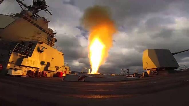 Mỹ nã Tomahawk vào Tehran, tên lửa Iran đè Israel: Trung Đông sẽ thành vùng đất chết! - Ảnh 2.