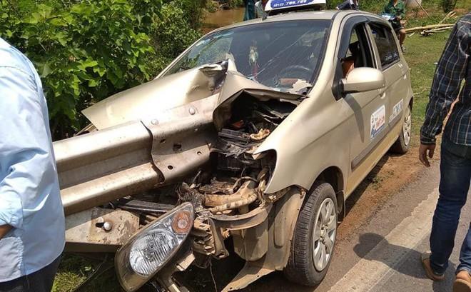 2 bức ảnh hiện trường tai nạn ở Sơn La: Tài xế thoát nạn là điều thần kỳ