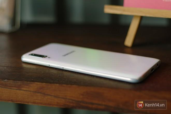 Đánh giá nhanh Galaxy A70: Dù chỉ là máy tầm trung nhưng cái gì cũng có - Ảnh 2.
