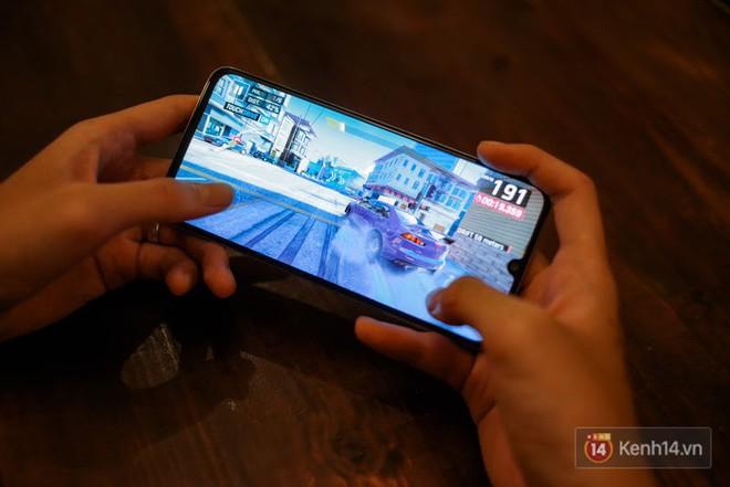 Đánh giá nhanh Galaxy A70: Dù chỉ là máy tầm trung nhưng cái gì cũng có - Ảnh 14.