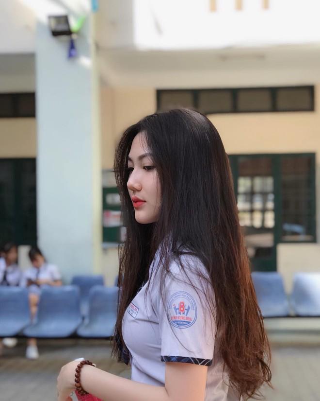 Hội gái xinh mới 17 tuổi đã nổi tiếng rần rần: Toàn cực phẩm học đường, có người được báo Trung ca ngợi với loạt mỹ từ - Ảnh 6.