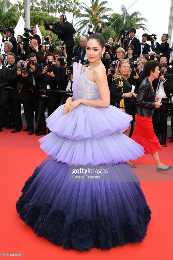 Thảm đỏ LHP Cannes 2019: Selena bức thở với vòng 1 khủng, Ella Fanning như bà hoàng bên dàn siêu mẫu Victorias Secret - Ảnh 32.