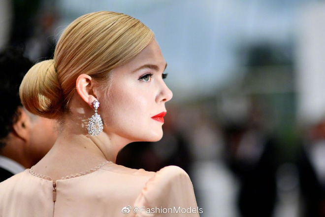 Thảm đỏ LHP Cannes 2019: Selena bức thở với vòng 1 khủng, Ella Fanning như bà hoàng bên dàn siêu mẫu Victorias Secret - Ảnh 6.