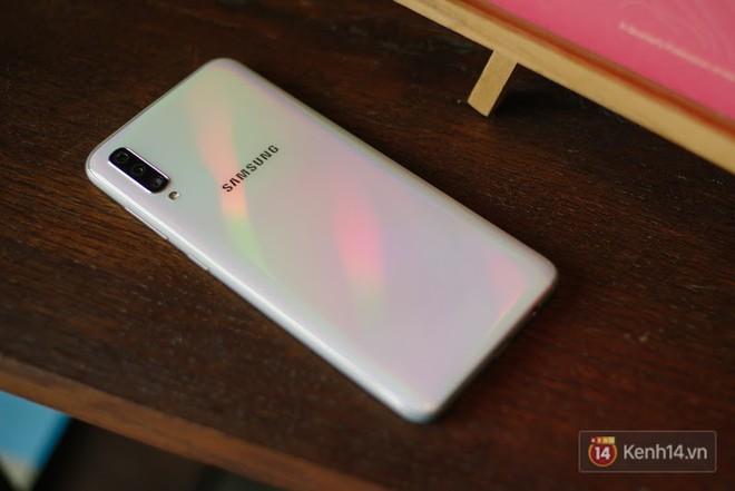 Đánh giá nhanh Galaxy A70: Dù chỉ là máy tầm trung nhưng cái gì cũng có - Ảnh 6.