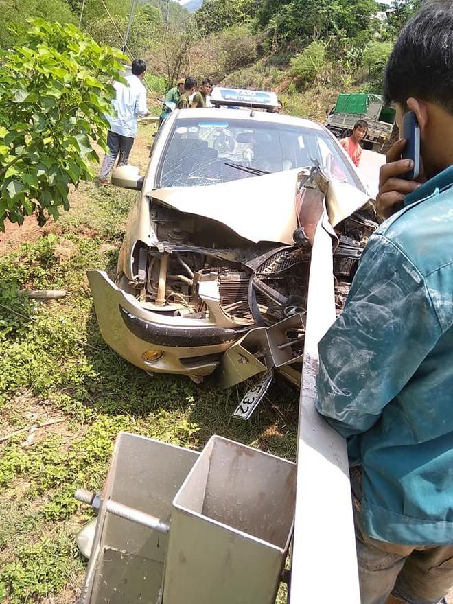 2 bức ảnh hiện trường tai nạn ở Sơn La: Tài xế thoát nạn là điều thần kỳ - Ảnh 2.