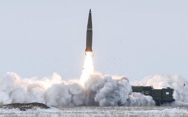 """360 tên lửa Iskander san bằng Kiev nếu Ukraine dám động binh: """"Chiến dịch 1 ngày"""" phá sản"""