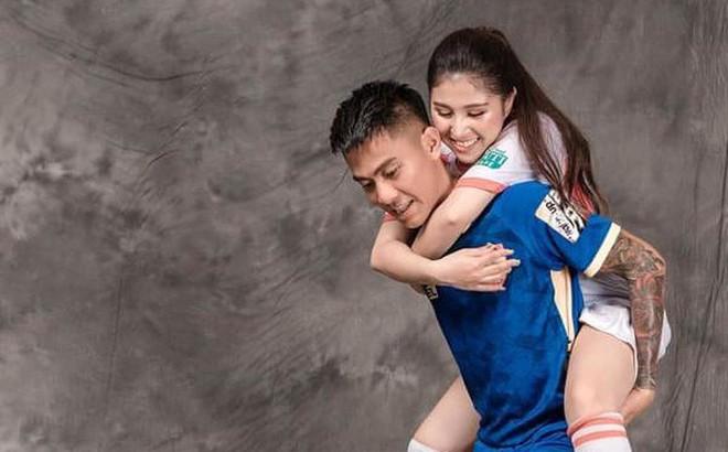 Ảnh cưới độc đáo của cựu trung vệ U23 Việt Nam