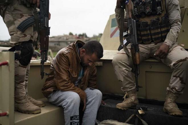 Những cuộc trả thù tàn khốc trong đêm ở Iraq: Tôi không thể khóc khi thấy xác chồng trong vũng máu - Ảnh 2.