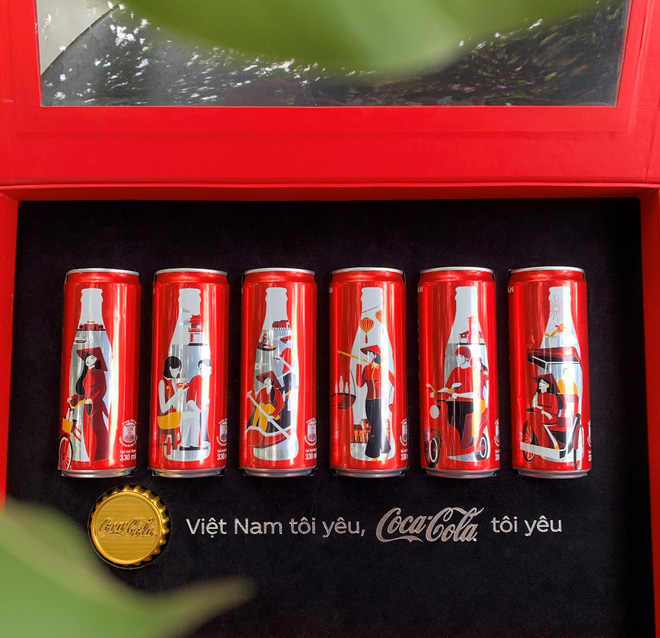 """Chỉ với 6 chiếc lon đặc biệt này, Coca-Cola đã khiến cộng đồng mạng """"dậy sóng"""" - Ảnh 1."""